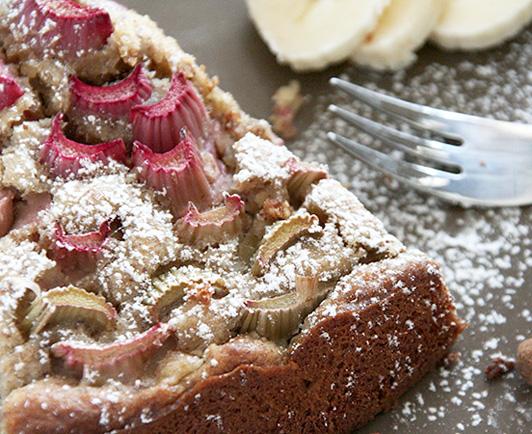 veganer rhabarber bananen nuss kuchen rezept inspiriert von k chenmeister m hlentradition. Black Bedroom Furniture Sets. Home Design Ideas
