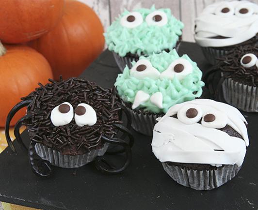 gruselige halloween cupcakes mit spinnennetz rezepte suchen. Black Bedroom Furniture Sets. Home Design Ideas